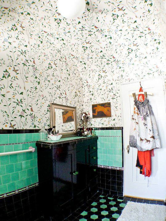 Green Bathroom Wallpaper with Green Tiles