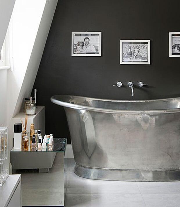 Grey Bathroom Wall with Chrome Finish Metal Bath