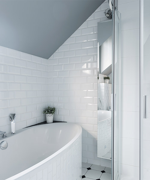 How to Make the Most of Odd-Shaped Bathrooms