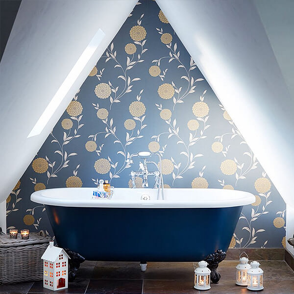 floral pattern Wallpaper with Roll Top Bath